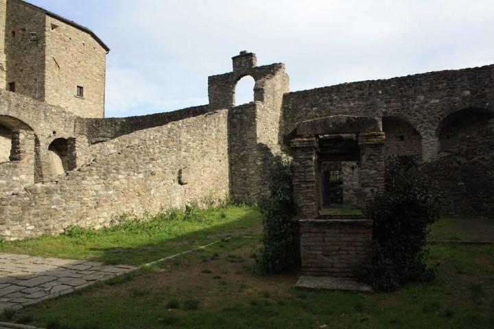 Vacanze in Lunigiana: il castello del piagnaro